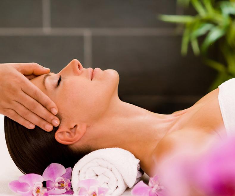 Thai-Gesichtspflege & -massage